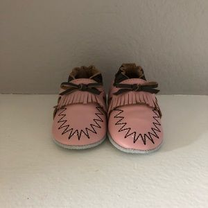 Other - NWOB Momo Baby Soft Sole Shoes